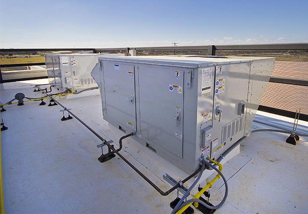 商业机械,电气 & 水管建筑服务:青年会天台空调机