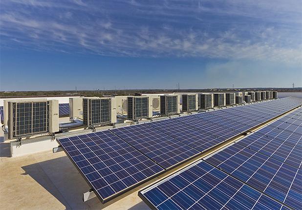 商业机械,电气 & 管道建设服务:家园橡树公寓屋顶太阳能电池板和空调单元